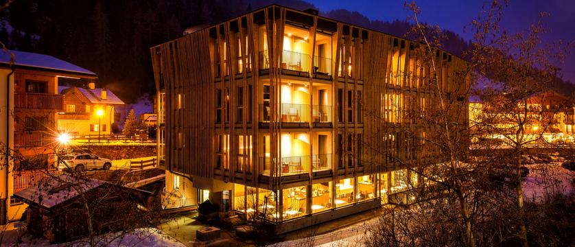 italy_dolomites_selva_mountain-design-hotel-eden_exterior-at-night.jpg